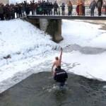 Мариян Костадинов извади Богоявленския кръст в Трявна