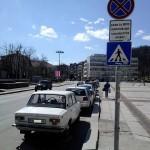 """Наглец """"спря"""" безцеремонно на пешеходна пътека в центъра на града"""