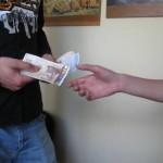 """Бургазлия се опита да """"направи фокус"""" с банкноти на тревненска продавачка"""