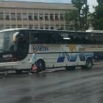 Автобус паркира най-безпардонно на пешеходна пътека в Габрово