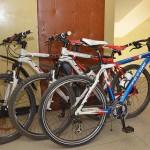 Велосипедист се нацели в паркирана кола