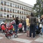 Протест на родители за по-високи детски и майчинство в Габровско