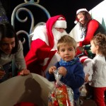 Малките зрители на Кукления театър посрещнаха Дядо Коледа