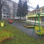 """Обновяват дворните площи на детска ясла """"Славейче"""""""