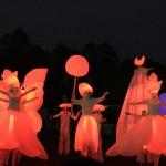 Светлинно карнавално шествие на дракони и феи