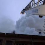 Мълния изпепели покрива на блок в Дряново (снимки)