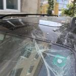 Парче мазилка падна от Консултативна и размаза кола (снимки)