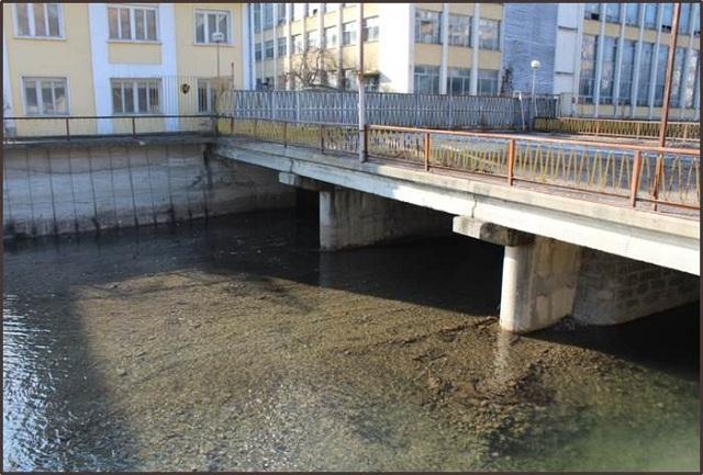 """2.р. Янтра – мост при товарен портал на завод """"Капитан Дядо Никола""""."""