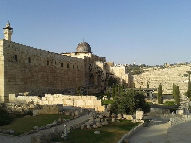"""Старият град и църквата """"Възкресение Христово"""", в която се намира Божи гроб"""