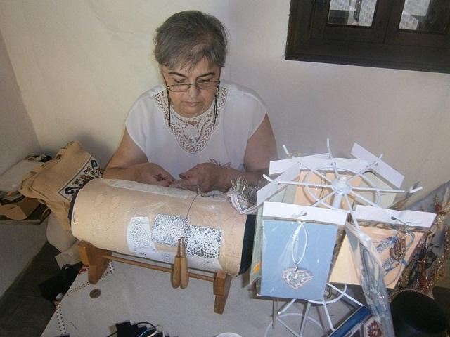 Маргарита Бонева ще покаже как се плете Калоферска дантела и ще разкаже историята й