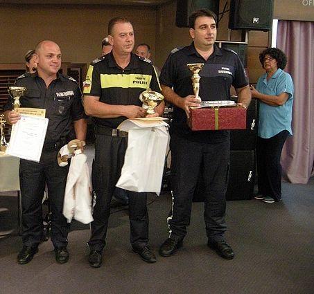 На снимката: Момчил Григоров, първи от ляво надясно