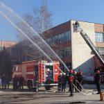 Учение пресъздаде пожар в училищна сграда (Галерия)