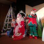 Дядо Коледа зарадва малките зрители на кукления театър