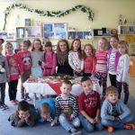 Дневният център за деца получи коледни картички и картини