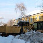 """Продължава извозването на снега от бул.""""Априлов"""" и други улици"""