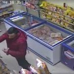 """Камера засне пореден нагъл """"кокошкар"""" по магазините в Габрово"""