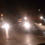 Миещи улиците цистерни създават трудности в движението