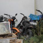 Баба яхна мотопед без номера, но налетя на полицай