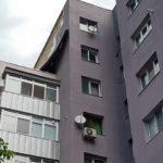 Ураганен вятър е съборил част от фасадата на санирания блок