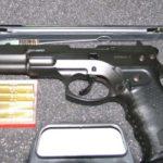 При скандал: Мъж гърмя с въздушен пистолет и рани трима!