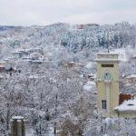 Денят започна с градус под нулата в Габрово и снеговалеж