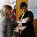 Кметът на Габрово ориса първото бебе за 2018 г. (снимки)
