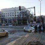 Две коли се удариха на светофар в Габрово (снимки)