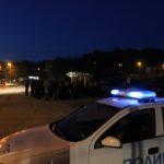 Трима пострадаха при меле пред къща