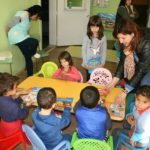 Кристина Сидорова зарадва с подаръци децата от детската градина в Крамолин