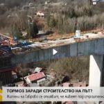 Как къщи в Габрово се озоваха под новостроящ се мост? (видео)