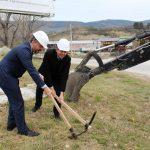 """Кметът на Севлиево направи първа копка на реконструкцията на пътя за яз.""""Ал.Стамболийски"""""""
