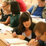 Осмокласниците търсят платени професии, а кандидат – студентите стажове и практики